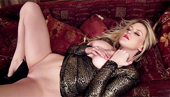 Brook Little - Elegant blonde with red lips pampering her pink taco