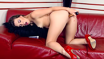 Tiffany Doll - Good looking and dark haired Milf drilling her slit
