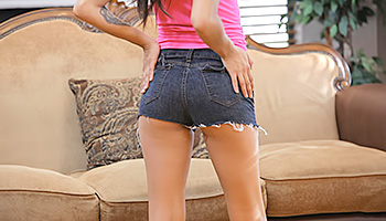 Sammi Bananas - Dark haired teen with tan skin and wearing pink gets frisky
