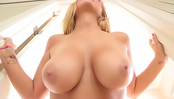 Alice FTV - Curvy woman exposes her nude flesh in the supermarket