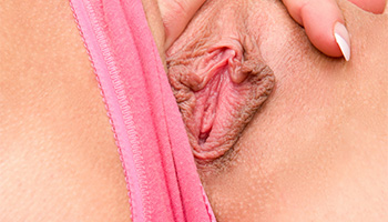 Scarlet Red - A blonde honnie gets her pale fingers into her cunt